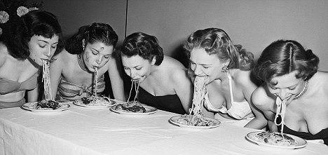 NYC Nov 1948 Broadway showgirls chowing down