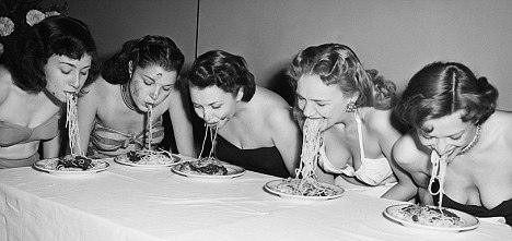 NYC Nov 1948 Broadway showgirls chowing down