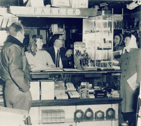 DuBois Book Store, Recensio
