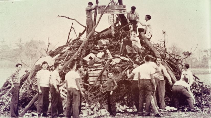 Recensio 1949