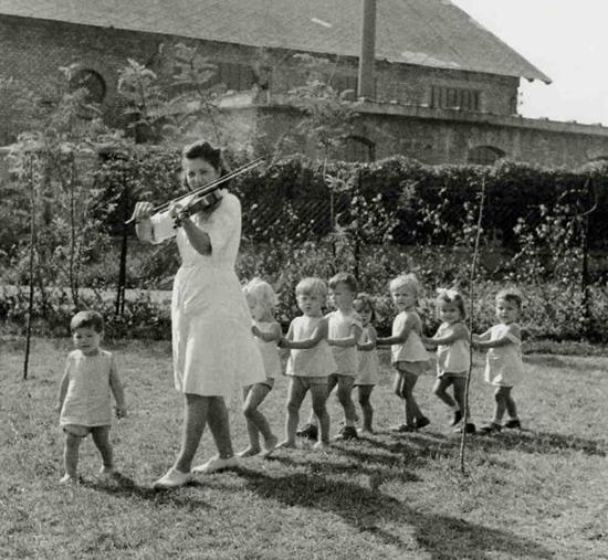 Austian children by David Seymour, Magnum, UNESCO